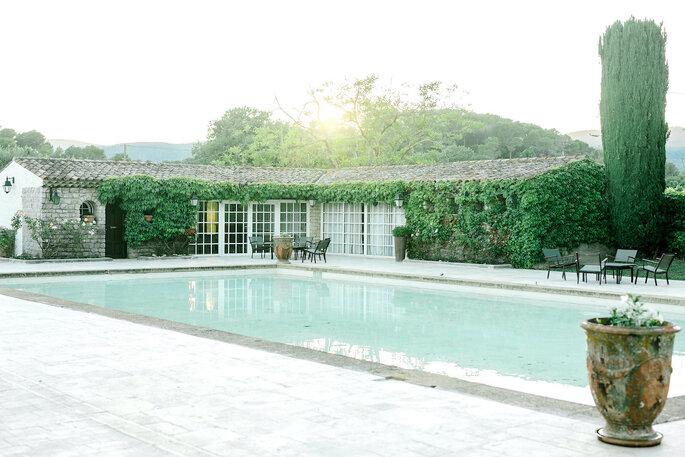 La piscine du Pavillon Sully autour de laquelle peut prendre place le brunch du lendemain