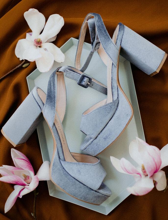 Farbige Brautschuhe aus blauem Samt mit Blockabsatz