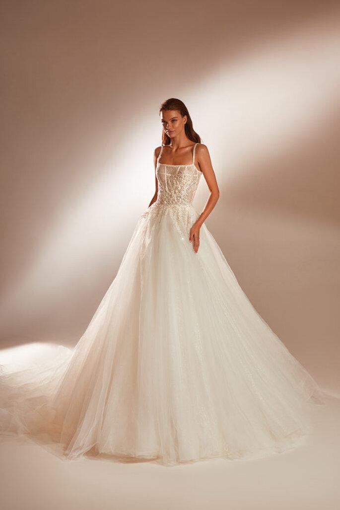 Vestido de novia corte de princesa con falda de tul, escote cuadrado y tirantes