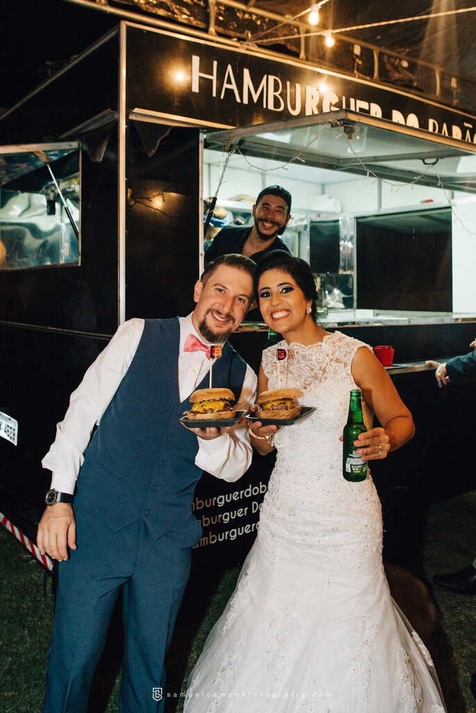 Noivos no food truck
