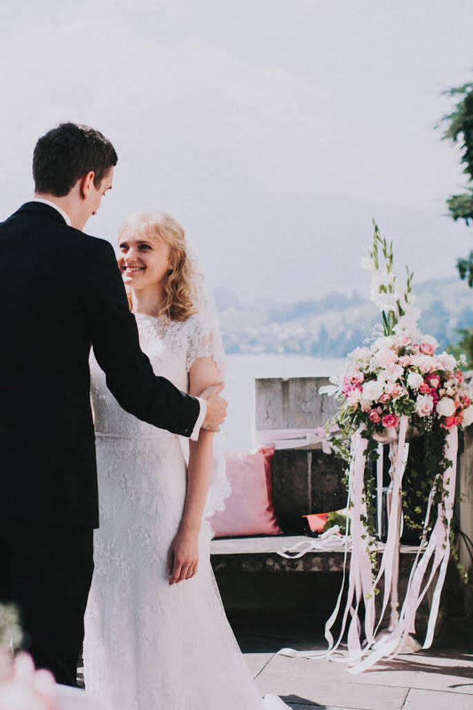 Elena & Ralf geben sich bei ihrer Hochzeit im Schloss Meggenhorn das Ja-Wort.