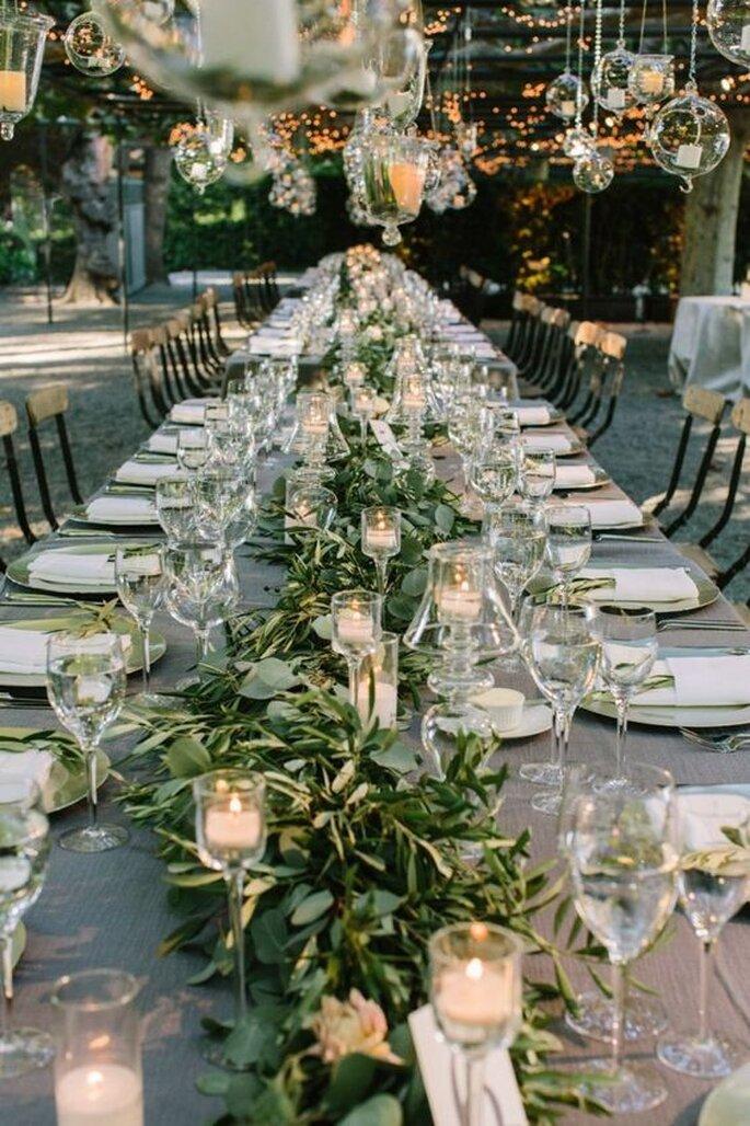 Sacha B Event - Wedding Planner à Toulouse - une table décorée pour un mariage automnal en extérieur