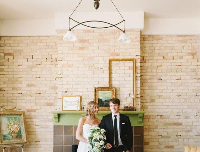 Elige un salón con ambientación hogareña para tu boda retro - Foto T&S Photography