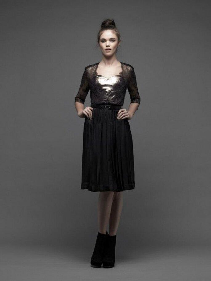 Vestido de fiesta corto en color negro con detalles de encaje y metal - Foto Catherine Deane