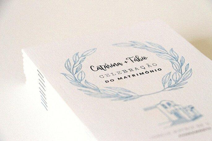 missal casamento: beige com decorações em azul