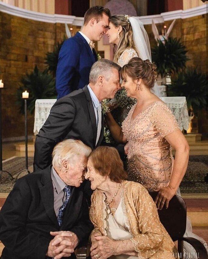 Tres parejas de tres generaciones juntas