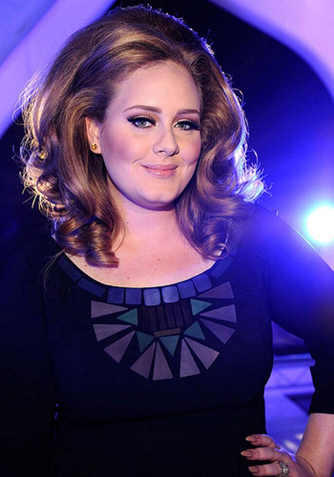 Peinado y maquillaje de novia inspirado en Adele - Foto sitio oficial de Adele