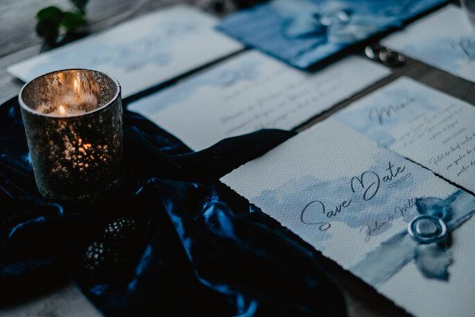 Elegante und edle Hochzeitspapeterie in Blau Aquarell