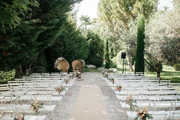 Une cérémonie laïque organisée dans les jardins du Domaine de Blanche Fleur