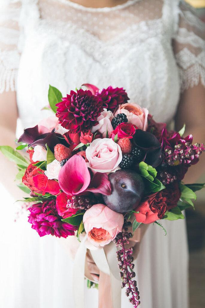 Buquê de noiva com ameixa e dálias