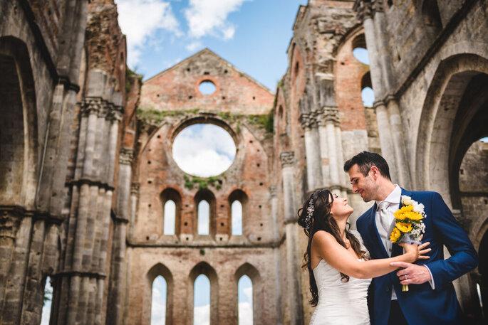 Riccardo Bonetti Photography - coppia sposi con sfondo