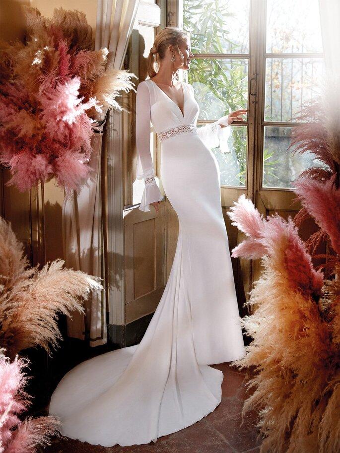 Vestido de novia corte sirena con cola y mangas largas