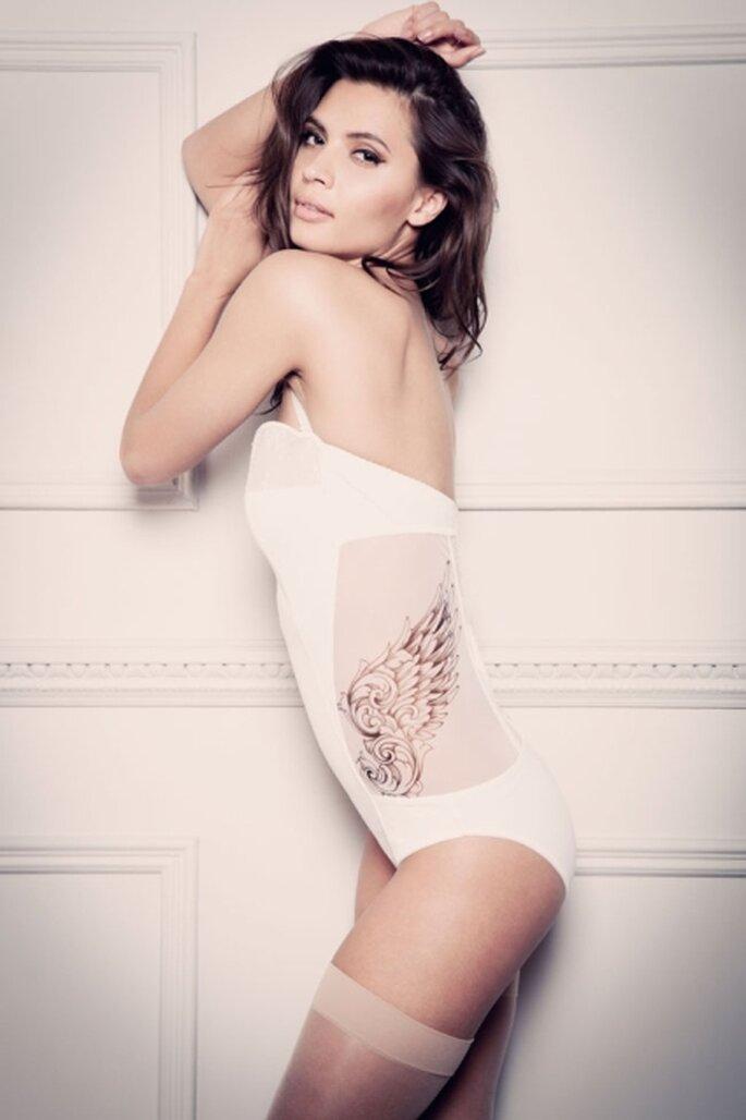 Body bianco stile anni '50 con tattoo decorato sul fianco. Tatu Couture 2013