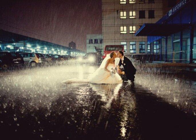 Cuando llueve en tu boda. Fotografía Natalia Chmielowiec