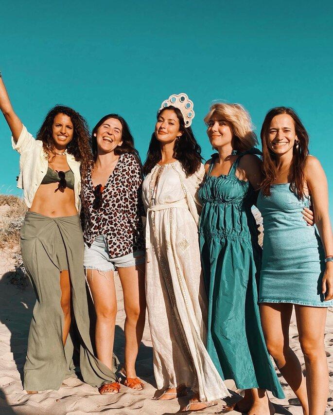 Sara Salgado com Raquel Strada e amigas