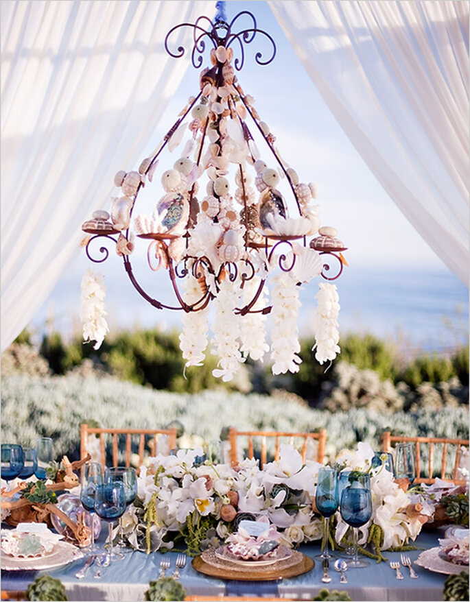 Decoración de boda con elegantes candelabros - Foto Tim Halberg