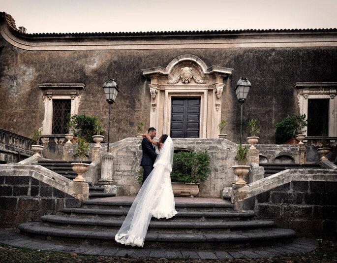 Giuseppe Costanzo - sposi scalinata