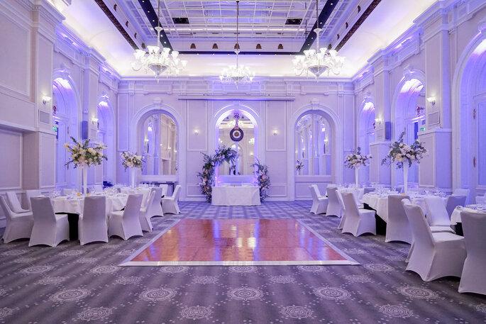 Le Salon Baccarat prêt pour recevoir une réception