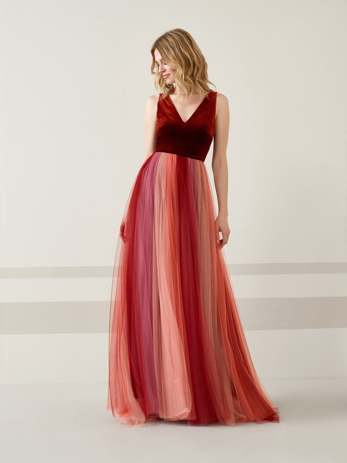 Robe de soirée rouge avec un décolleté