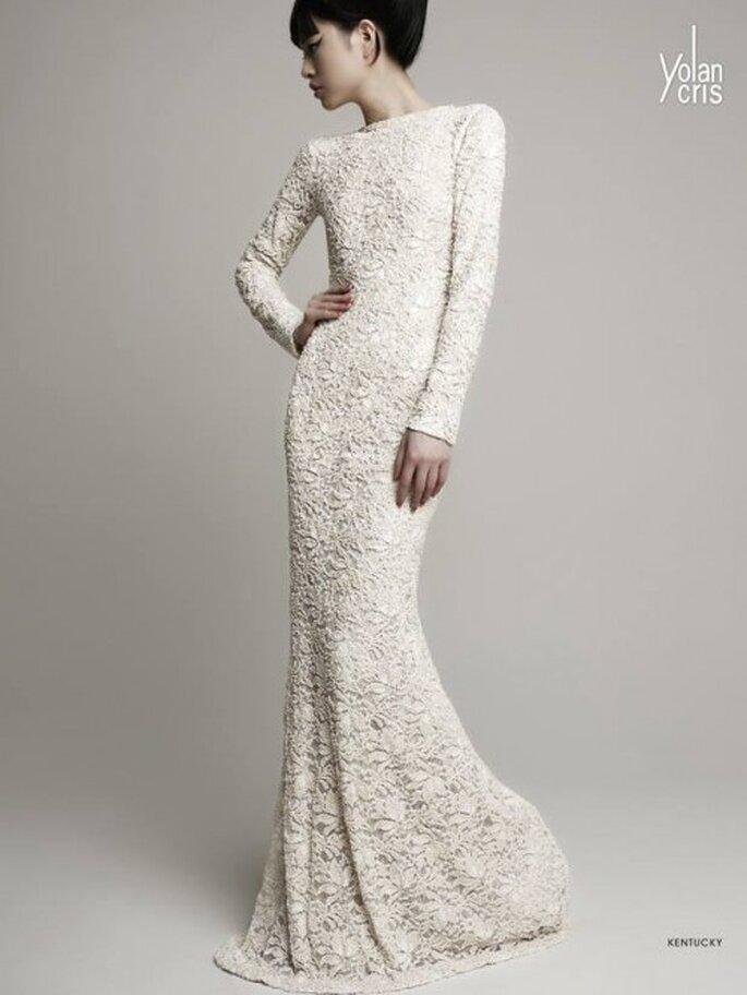 Vestido de novia 2014 en color nude con textura estilo crochet y cauda barrida - Foto YolanCris