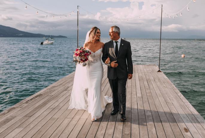 Entrada da noiva e seu pai na cerimônia no Pier 151