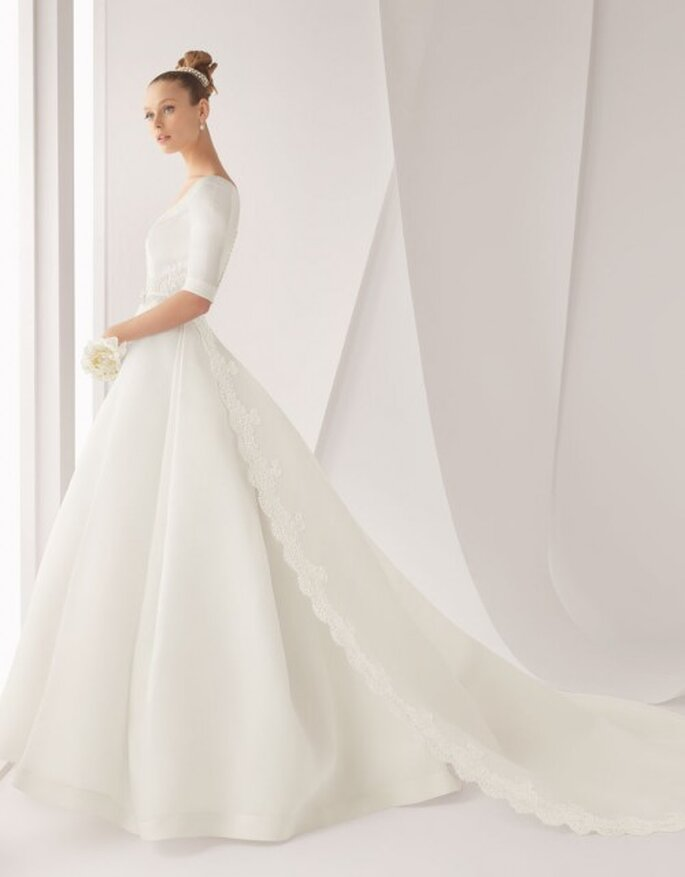 Robe de mariée avec une longue traine. Rosa Clara 2012