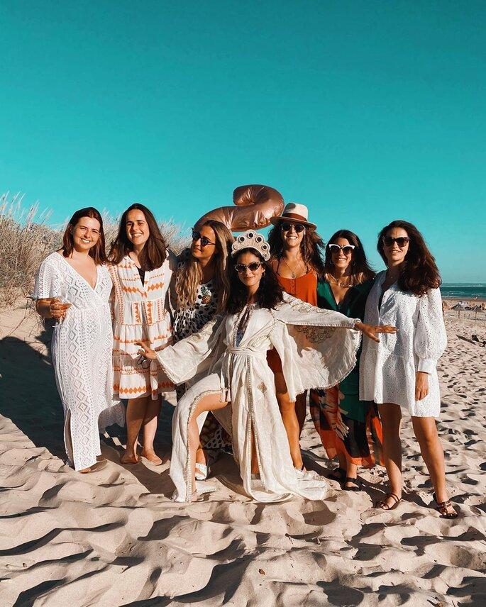 Sara Salgado com amigas na praia