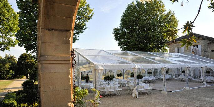 Une tente transparente pour une réception en plein air