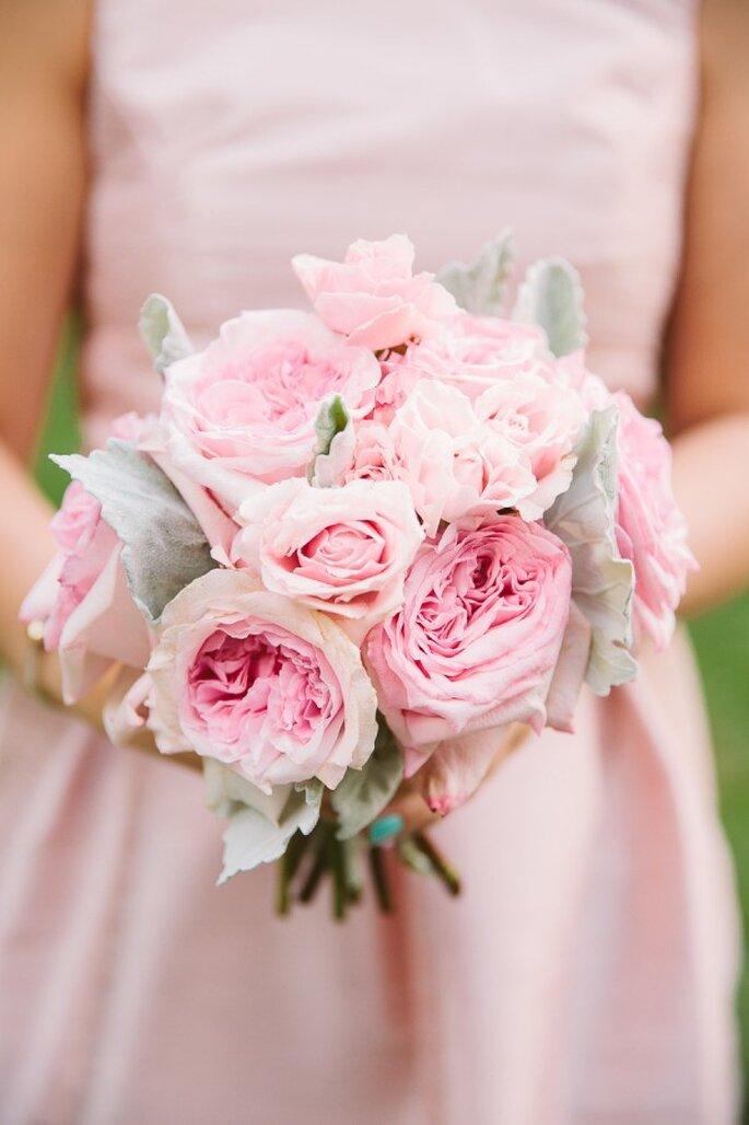 Los mejores acentos de color rosa para decorar tu boda - Foto Rebecca Arthurs