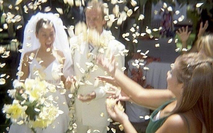 supersticiones día de la boda - lanzar el ramo