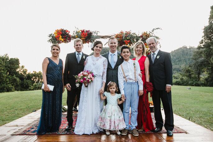 Foto de noivos e família