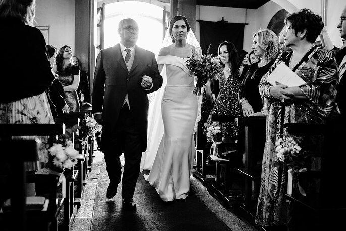 noiva e pai entrada igreja