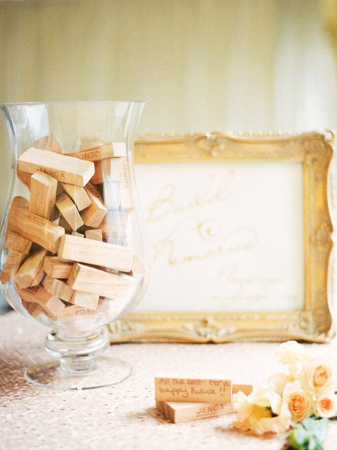 Jenga para reunir firmas de invitados de boda. Bloques de madera para firmas