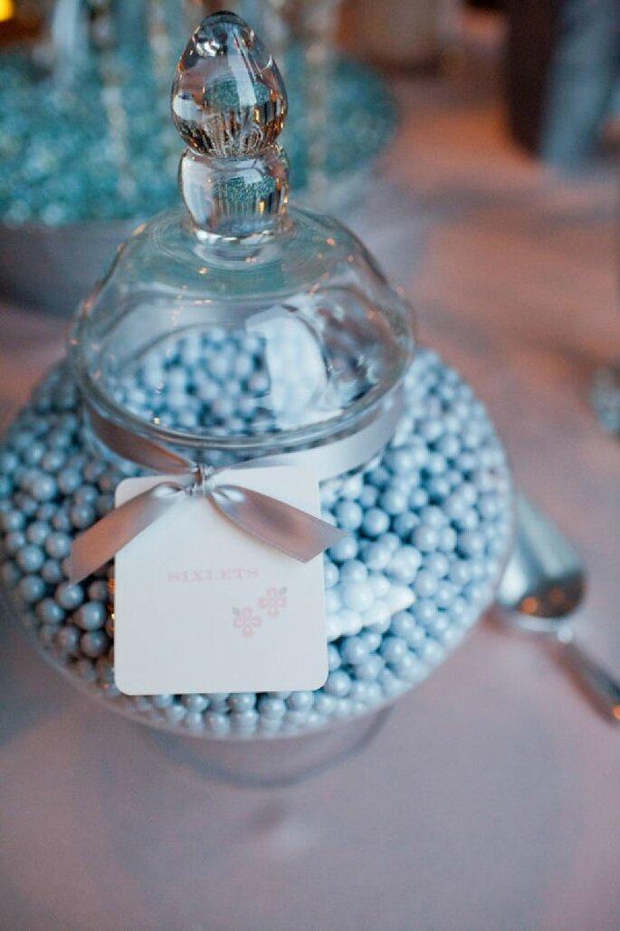 Azul polveado en el montaje de tu mesa de postres - Foto Emma Freeman Photography