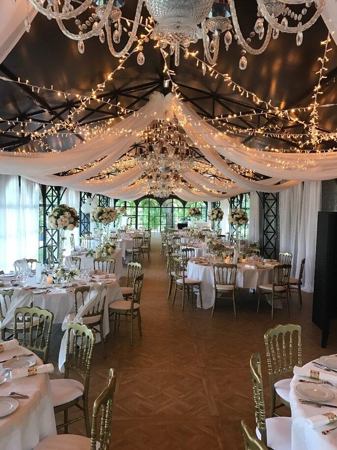 Centres de tables de mariage avec des fleurs