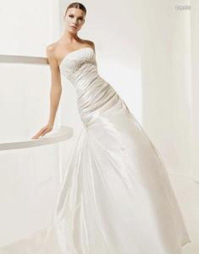 La Sposa 2010 - Legado, vestido largo en seda, corte princesa, cuerpo fruncido