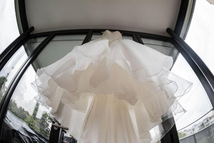 Getting Ready.Brautkleid der Braut am Bügel hängend