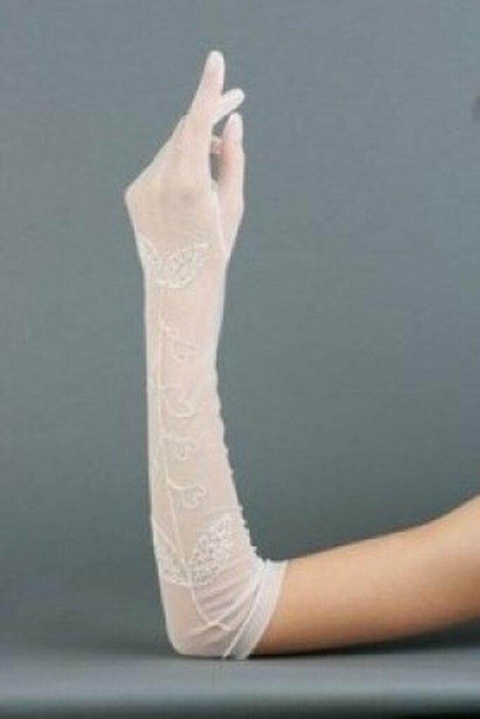 Los guantes pueden ser un complemento para tu vestido de novia