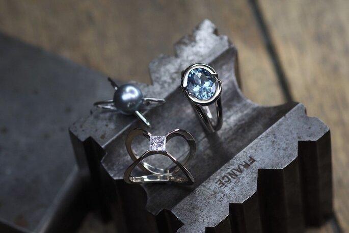 Bijoux sertis de pierres précieuses de la marque Aronine