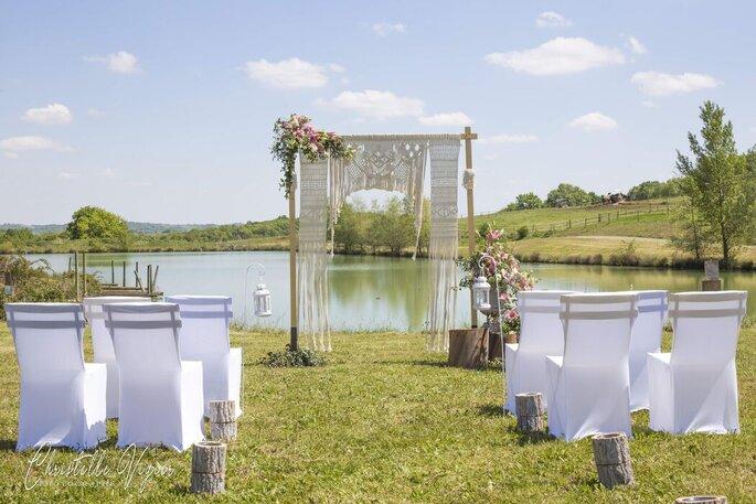 Une cérémonie laïque organisée face au lac.