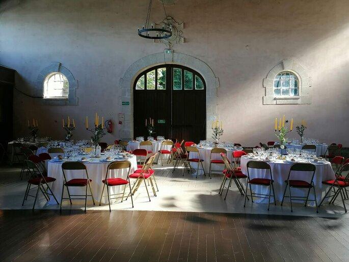Salle de réception de mariage décorée par un wedding planner
