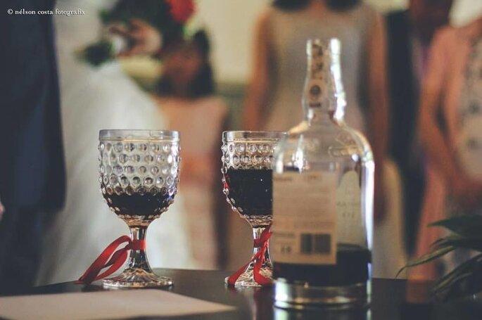 bebidas de casamento: dois cálices de vinho do Porto