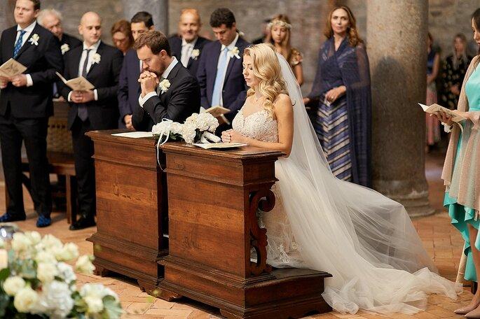 Sposi in chiesa a Venezia con cerimonia religiosa