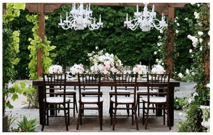 Decoración de boda con elegantes candelabros - Foto Cory McCune Photography
