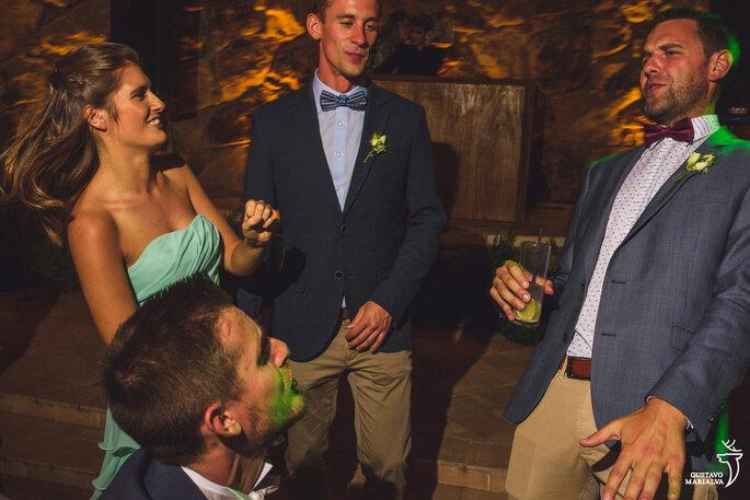 Noivo e convidados