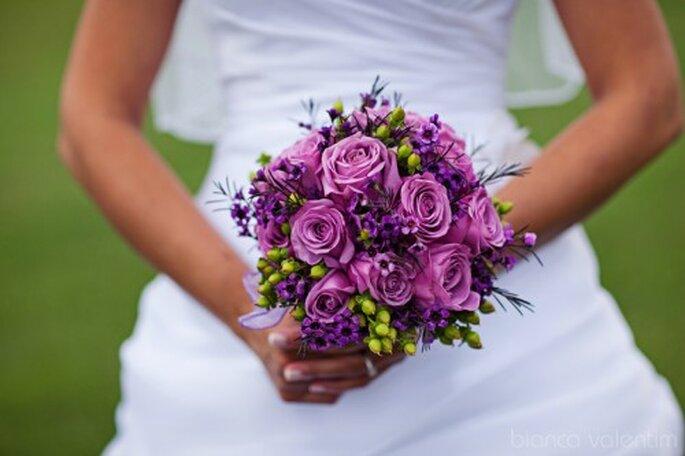 Ramo de novia morado,lila y verde. Imagen Bianca Valentim
