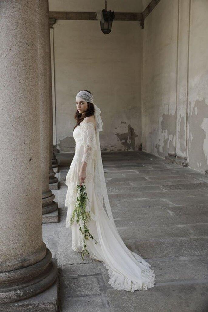 Vestido de novia con bordados artesanales hechos con encaje y cola larga. Foto: Alberta Ferretti