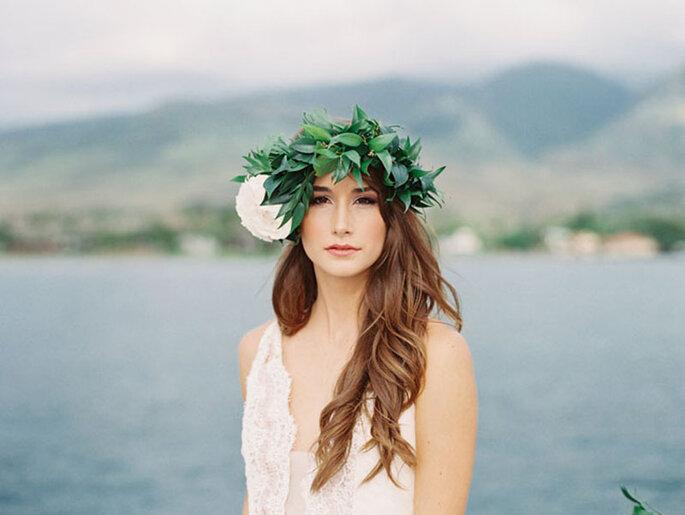 Brautfrisuren mit offenen Haaren mit Blumenkranz