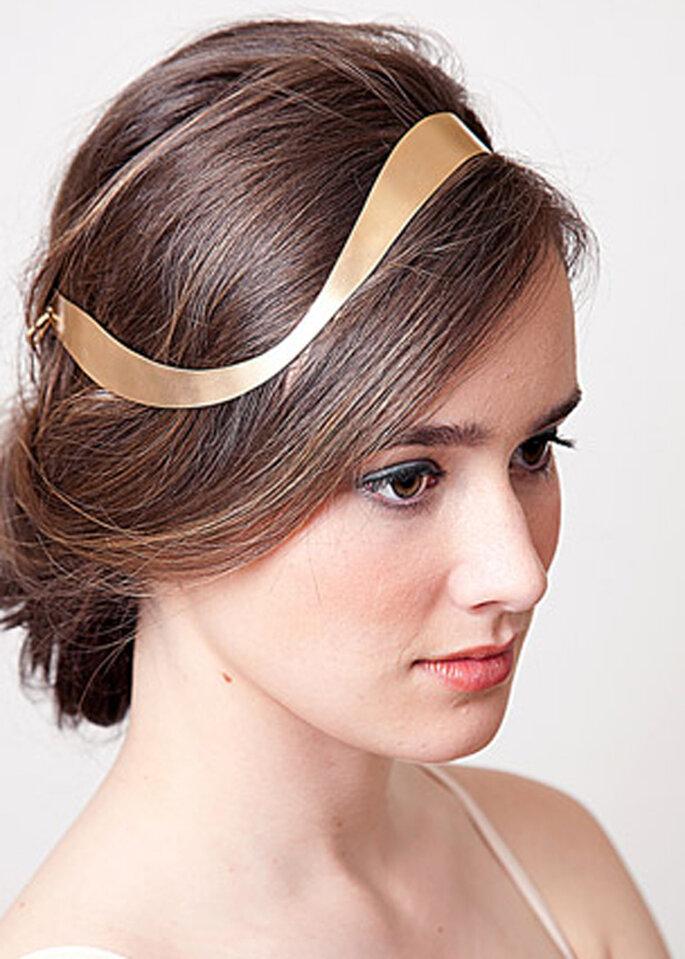 Tocado para novia en color dorado - Lia Terni