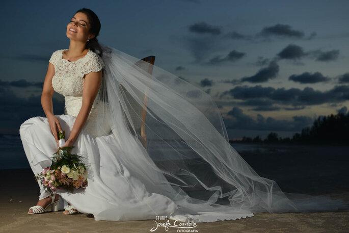linda noiva na praia